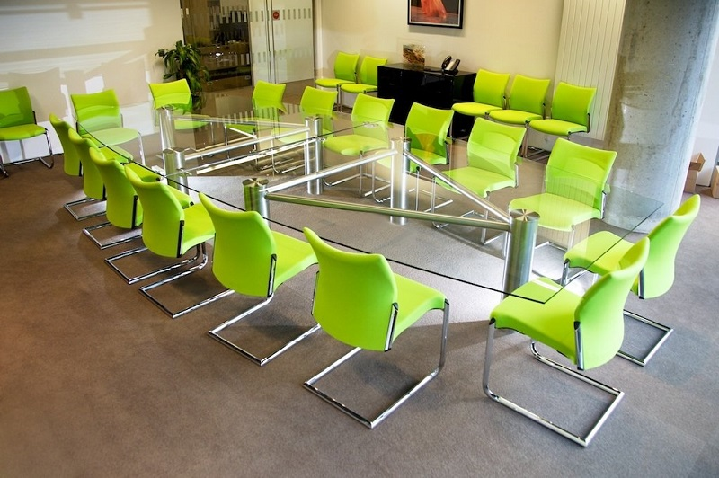 experience the glorified elegance of glass conference tables