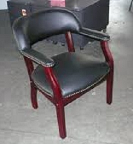boss-captains-chair-in-black-vinyl-3